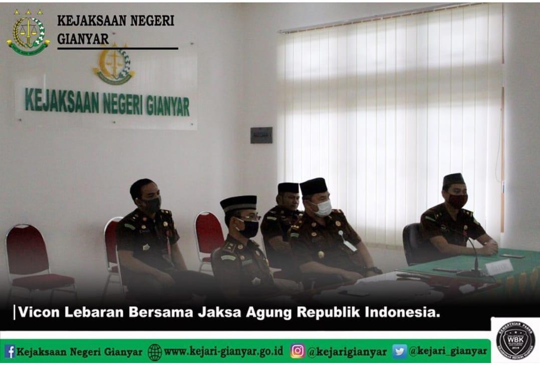 Kepala Kejaksaan Negeri Gianyar bersama para Kasi dan Kasubsi mengikuti Video Conference  Bersama Jaksa Agung yang juga diikuti keluarga besar Kejaksaan RI di seluruh wilayah Indonesia Dalam Rangka Hari Raya Idul Fitri 1441 H / 2020 M